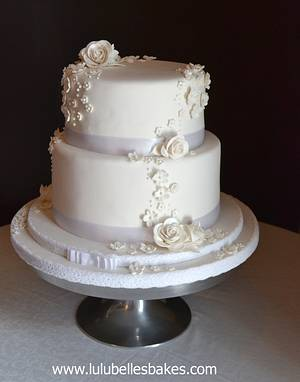 White Wedding (cake) - Cake by Lulubelle's Bakes