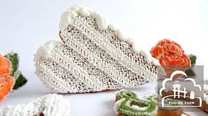 Snowy Frosty Heart - Cake by PUDING FARM