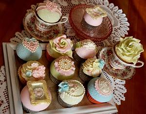 Vintage wedding cupcakes - Cake by CupcakesbyLouise