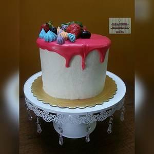 Meringue Kisses Drip Cake - Cake by RupalsCakes (MACARONS MERINGUES &MORE )