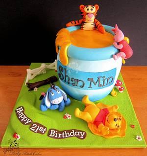 Pooh's Giant Hunny Pot Cake - Cake by Paisley Petals Cakes