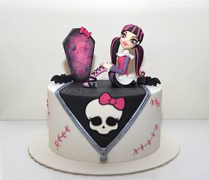 Monster High (Draculaura) Cake - Cake by Pasticcino Mio