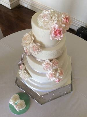 Roses and Peony's wedding cake - Cake by Penny Sue