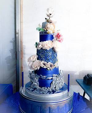 Stardust and Sugar Flowers - Cake by Art Sucré by Mounia