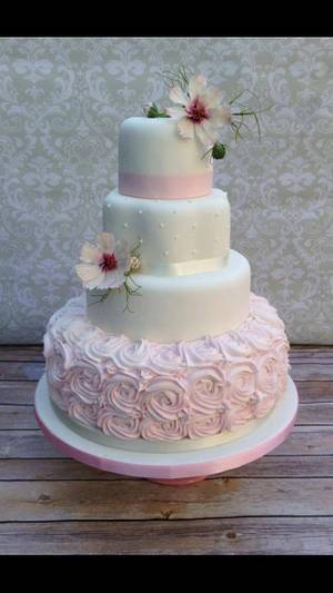 Pretty in pink  - Cake by The lemon tree bakery