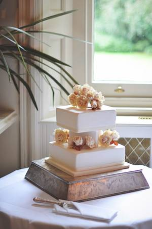 Roses Wedding Cake - Cake by Suzanne Readman - Cakin' Faerie