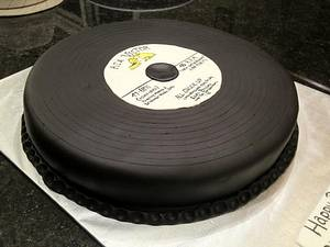 """Elvis """"All Shook Up"""" Record - Cake by Dawn Henderson"""