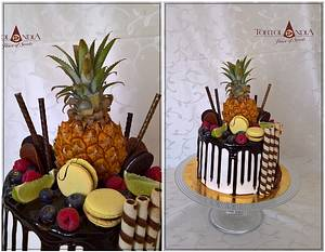 Drip cake with baby ananas - Cake by Tortolandia
