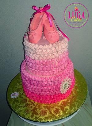 It's a girl ballerina cake - Cake by Luga Cakes