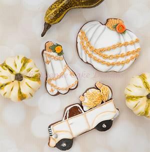 Decorated Vintage Pumpkin Cookies 🍂🍁🌻 - Cake by Bobbie