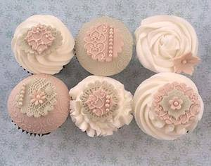 vintage pistachio and latte cupcakes  - Cake by The lemon tree bakery