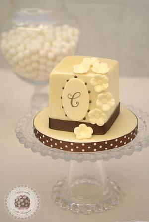 Monogram & Blooms Mini cake - Cake by Mericakes