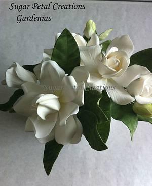 Gumpaste Gardenias  - Cake by Anne Cutajar-Wagner