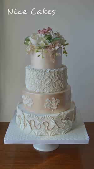 Bas relief wedding cake - Cake by Paula Rebelo