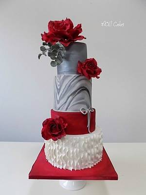 Red roses  - Cake by MOLI Cakes
