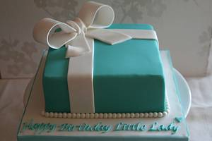 Gift Box Cake - Cake by Mimi's Sweet Treats