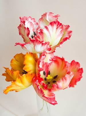Gumpaste tulip - Cake by Iliana Petrova