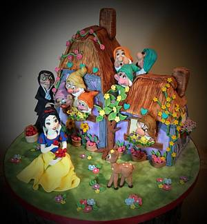 Snow White and the seven dwarfs!  - Cake by Ele Lancaster
