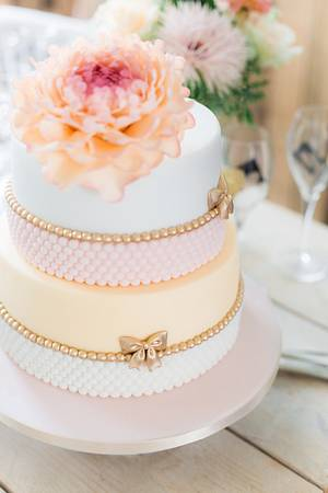 Wedding cake with soft pastels - Cake by Cake Garden