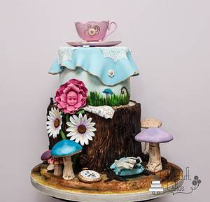 Curiouser and curiouser! - Cake by Kathryn