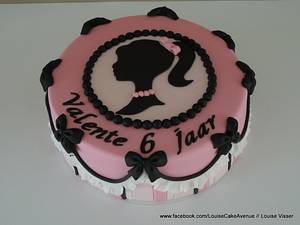 Silhouette - Cake by Louise