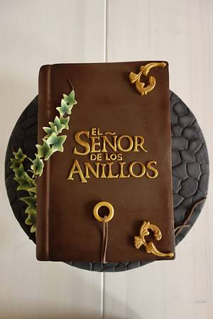 Antique Lord of the Rings Book - Cake by Susana Ugarte