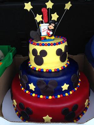 Mickey Mouse 1st birthday cake - Cake by Raindrops