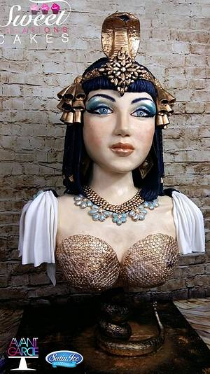 Avant-garde cake collaboration : Cleopatra - Cake by Sweet Creations Cakes