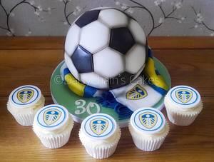 Leeds United football cake - Cake by Daisychain's Cakes