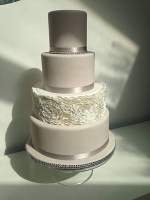 Sugar Ruffles - Cake by BeaisforBaking