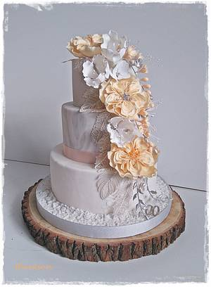Wedding cake with silver feathers - Cake by Zuzana Kmecova