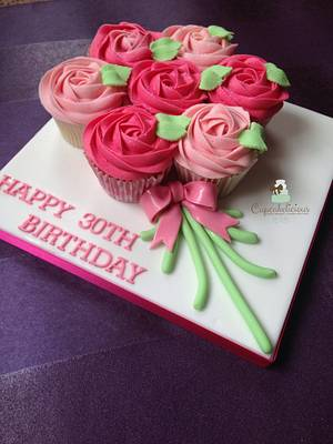 Cupcake bouquet board - Cake by Cupcakelicious