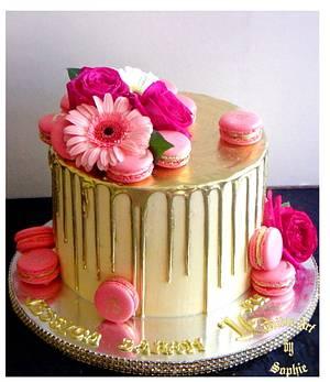 Gold drip cake - Cake by sophia haniff