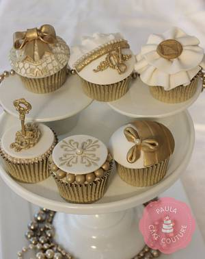 'Timeless Golds' - Cake by Paulacakecouture