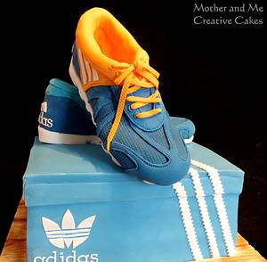Running shoes - Cake by Mother and Me Creative Cakes