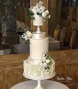 White wedding cake - Cake by Amelia Rose Cake Studio