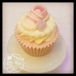 Baby Converse cupcake - Cake by Little Miss Cupcake