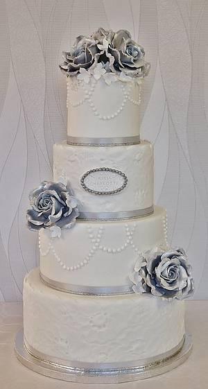 Silver/white wedding cake. - Cake by Sannas tårtor