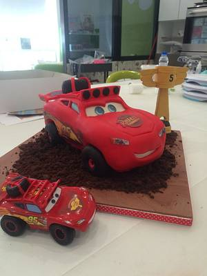 Lightning McQueen 4x4 - Cake by ladygourmet