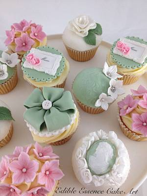 Vintage Mothers Day Cupcakes  - Cake by Edible Essence Cake Art