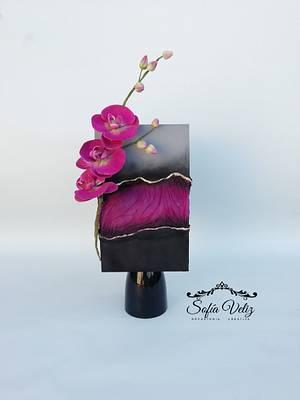 FAULT LINE ROMANTIC - Cake by Sofia veliz