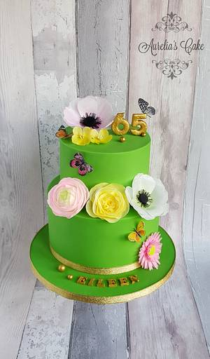 Green cake with wafer paper flowers - Cake by Aurelia's Cake