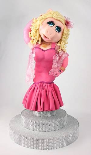 Miss Piggy - Cake Con International 2018  Collaboration - Cake by Emily Calvo