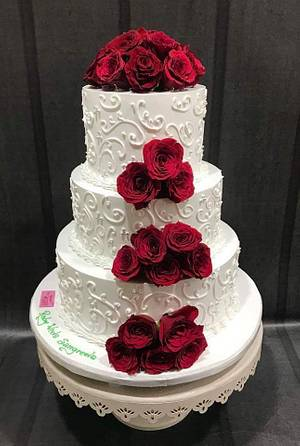 Red red roses  - Cake by Michelle's Sweet Temptation