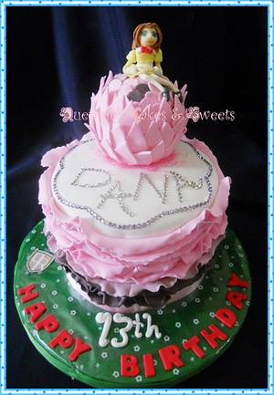 Anime Pink Ruffled Cake - Cake by quennie