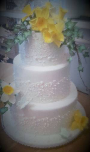 Daffodil wedding - Cake by Jacqui's Cupcakes & Cakes