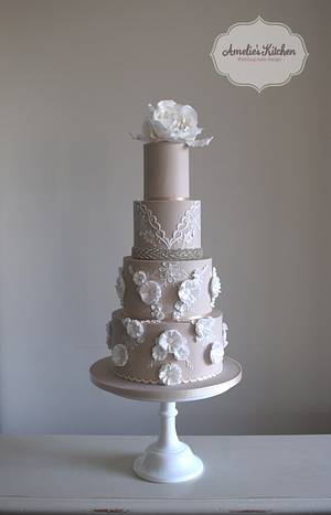 Berta wedding dress inspired design - Cake by Helen Ward