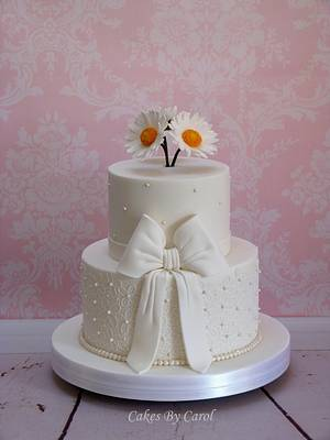 Daisies & Lace - Cake by Carol