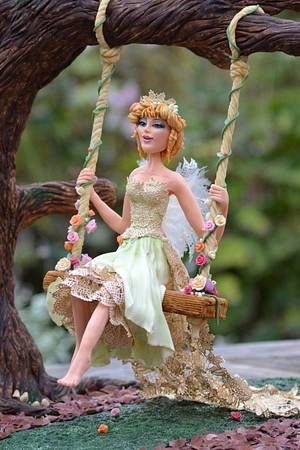 Niamh ~ Golden haired queen of the fairies - Cake by Rhu Strand