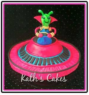 Cruising Alien  - Cake by Cakemummy